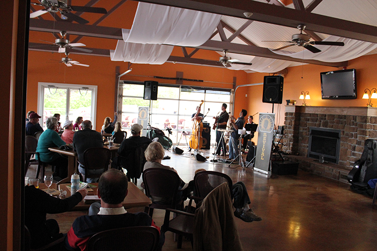 The band playing at Grafton Winery